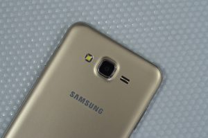 Samung Galaxy j7 rear camera