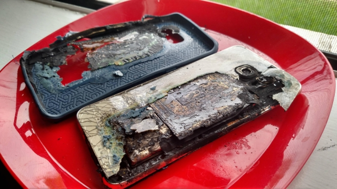 samsung galaxy s6 edge catches fire while charging with