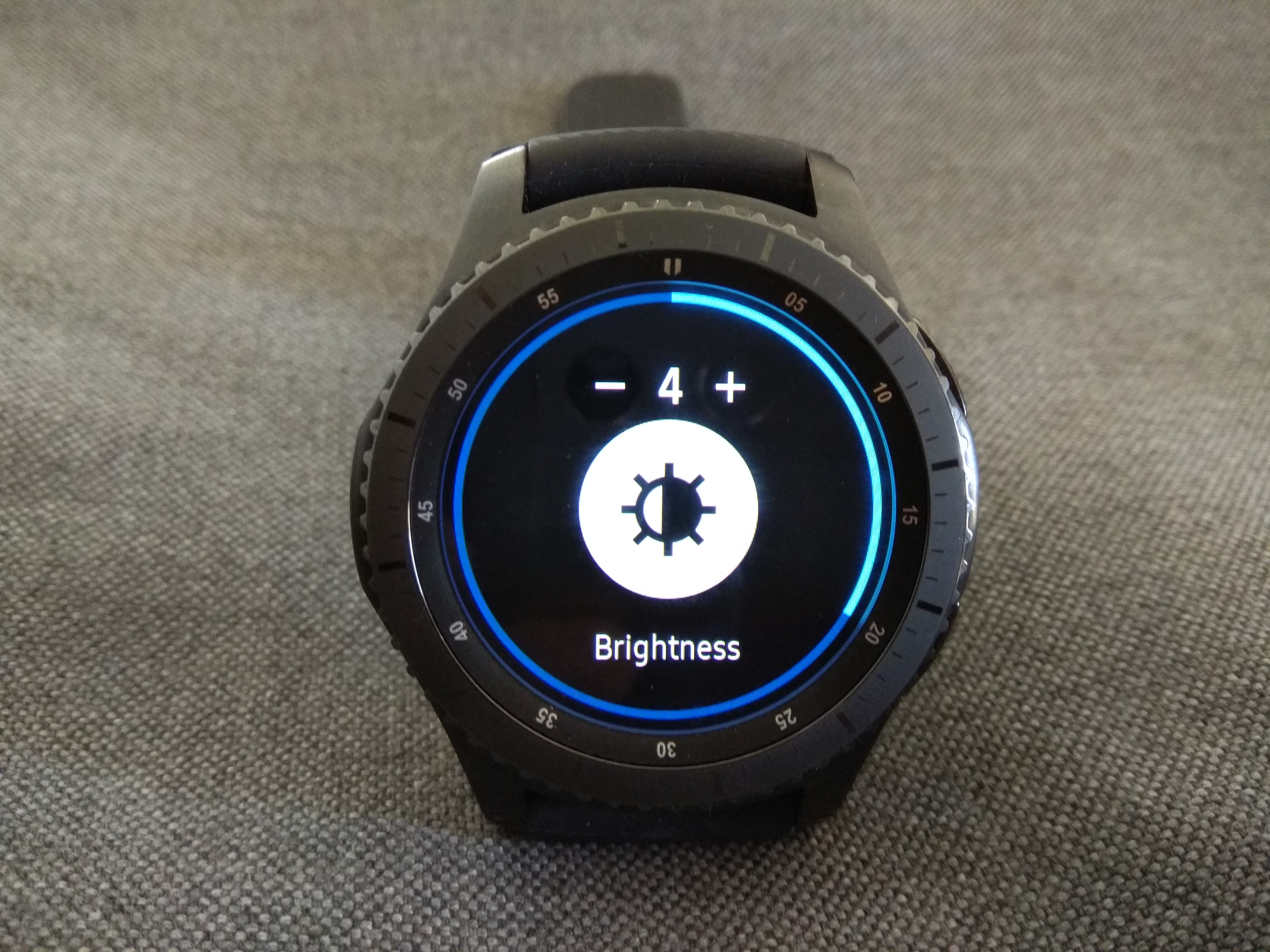 how to change gear s3 screen brightness